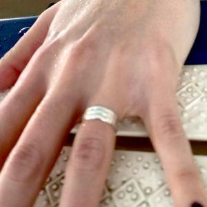 mano con anello di karnak